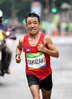 男子マラソンで40キロ手前を走る猫ひろし=林敏行撮影