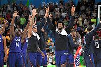 バスケットボール男子で五輪3連覇を達成して喜ぶ米国の選手たち=竹花徹朗撮影