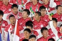 閉会式会場に入場する(左から)山県亮太、桐生祥秀、ケンブリッジ飛鳥=長島一浩撮影