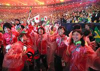 リオ五輪が閉会し、笑顔を見せる日本の選手たち=林敏行撮影