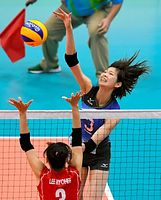 バレーボール女子の韓国戦で、第1セット、スパイクを決める木村=6日、ブラジル・リオデジャネイロ、諫山卓弥撮影