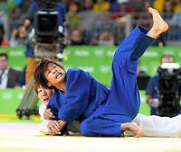 女子48キロ級3位決定戦、モンゴルのムンフバットから有効を奪う近藤亜美=竹花徹朗撮影