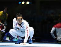 初戦敗退となった試合後、ピストに手をあてる太田雄貴=林敏行撮影