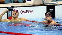 男子200メートル自由形で7位となった萩野公介(右)。左は優勝した孫楊=林敏行撮影