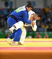 男子73キロ級決勝、金メダル獲得を決めた大野将平(右)=諫山卓弥撮影