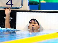 男子200メートル平泳ぎで6位に終わり、悔しそうな表情を見せる渡辺一平=林敏行撮影