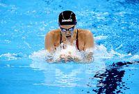 女子200メートル平泳ぎで金メダルを獲得した金藤理絵=林敏行撮影