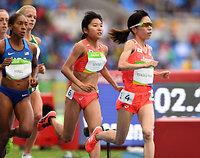 女子1万メートルに出場した(右から)高島由香、関根花観=諫山卓弥撮影