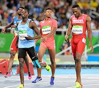 男子400メートル予選で敗退したウォルシュ・ジュリアン(中央)=諫山卓弥撮影