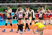 ロシアに敗れ、肩を落とす木村(左)ら日本の選手たち=林敏行撮影
