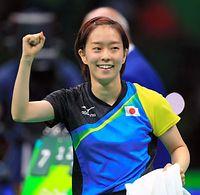 女子団体準々決勝第2試合で、オーストリアを破り、笑顔を見せる石川佳純=長島一浩撮影