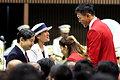 皇太子ご夫妻と話す旗手の右代啓祐選手(右)と吉田沙保里主将(右から2人目)=3日午後3時50分、東京都渋谷区、竹花徹朗撮影