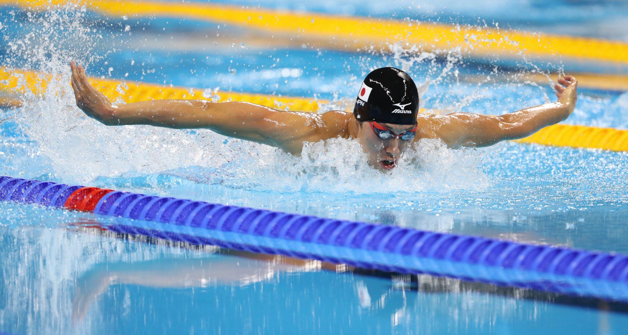 男子400メートル個人メドレーで力泳する萩野公介(3/25)-萩野、悲願の金メダル リオオリンピック2016:朝日 ...