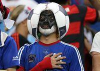 男子サッカー、日本―コロンビアを観戦するファン=ロイター