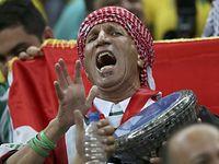 男子サッカー、ブラジル―イラクを観戦するファン=ロイター