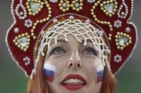 女子ハンドボール、オランダ―ロシアを観戦するファン=ロイター