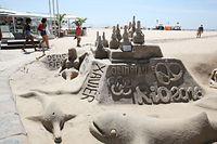 砂浜にはオリンピックの文字も