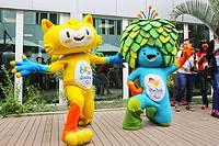 五輪キャラクターの「ヴィニシウス」(左)とパラリンピックのマスコット「トム」