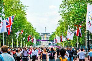 写真:バッキンガム宮殿を望むこの場所が、マラソンのゴールになる。藤原選手が何位で戻ってくるか、楽しみだ