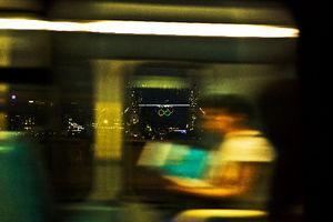 写真:タワーブリッジの五輪マークが、夜の街に浮かび上がる。ロンドンでも、たくさんの心震える瞬間に出会えた