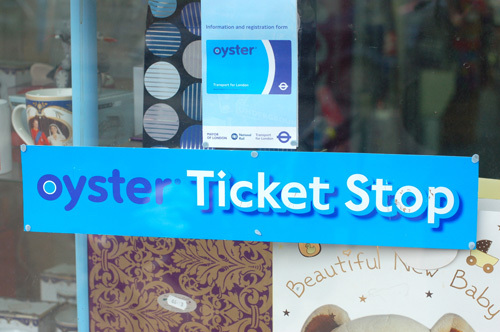 写真:購入するときは「オイスター」の青いマークを目印に