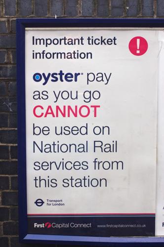写真:オイスターカードは鉄道乗車の際にも利用できるが、駅によっては使用できない場所もあるので、事前に確認しておこう