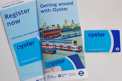 写真:オイスターカードのデザインは、青が基調となっている