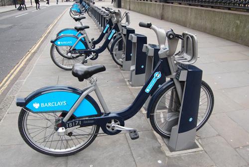 写真:レンタル・バイクの事業は、ロンドンに本拠を置く国際金融グループ、バークレイズがスポンサーとなっている