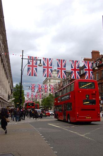 写真:大イベントに向けて、ロンドン市内でユニオン・ジャックを目にすることが多くなってきた。