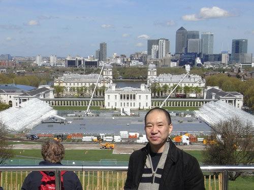写真:オリンピック会場となる「グリニッジパーク」を後方にのぞむ。ロンドンオリンピック開幕へカウントダウン84日目の日に撮影した=山嵜一也さん提供