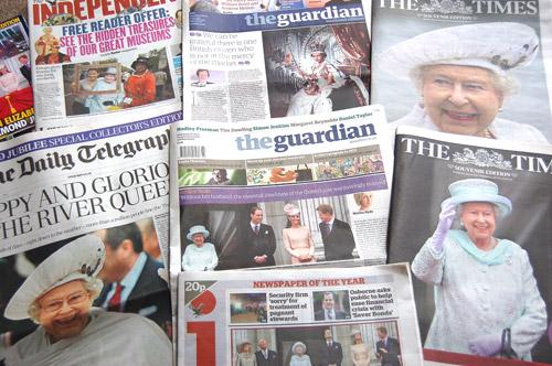 写真:新聞のトップ記事は、連日、ダイヤモンド・ジュビリーの話題だった