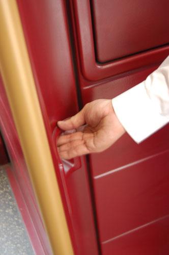 写真:安全確認を終え、発車していい、という時に押すボタン