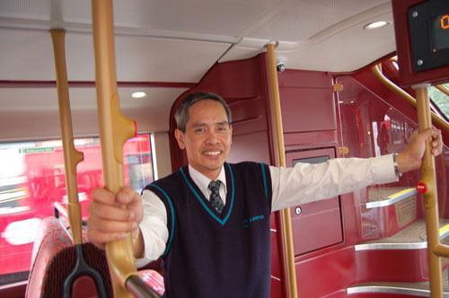 写真:ヌニェスさんみたいな人が車掌さんならバスに乗るのも楽しい