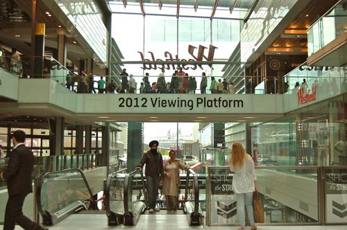 写真:6月に行ったときにはなかった、ショッピングモール内の「オリンピック・パーク見学ポイント」