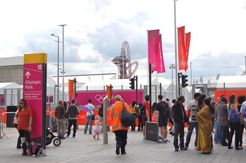 写真:オリンピック・パークへの入り口。この先へはIDカードを身につけた人しか入ることができない