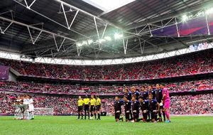 写真:ウェンブリースタジアムでの準決勝に臨む日本とメキシコの選手たち=矢木隆晴撮影