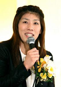 写真:会見で記者の質問に答える吉田沙保里選手=23日午後、東京都新宿区、西畑志朗撮影