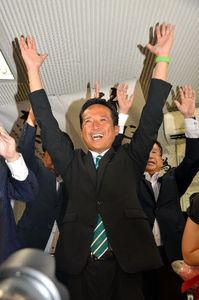写真:当選を確実にした高野光二郎氏
