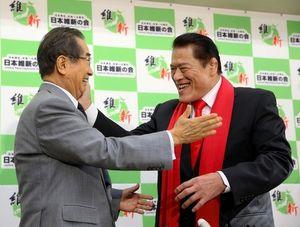 写真:アントニオ猪木氏(右)と石原慎太郎氏