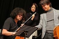 葉加瀬太郎さん(左)、西村由紀江さん(中央)、柏木広樹さん
