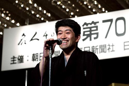 写真:第70期名人就位式で笑顔を見せる森内俊之名人=26日午後、東京都文京区の椿山荘、金子淳撮影