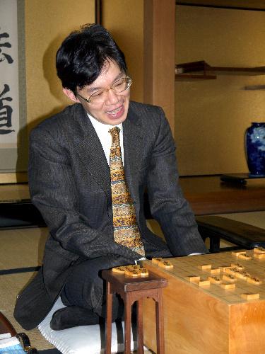 写真:1200勝を達成した谷川浩司九段=10日午後11時24分、大阪市の関西将棋会館
