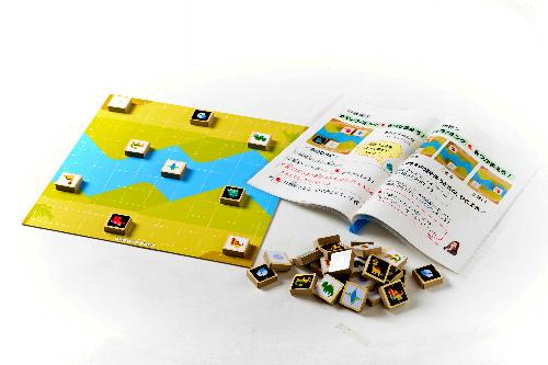 写真:きょうりゅうしょうぎの駒には愛らしいイラストが描かれている=中山商事提供
