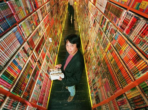 写真:「まんだらけ」ルポの時の米沢嘉博さん=1999年6月