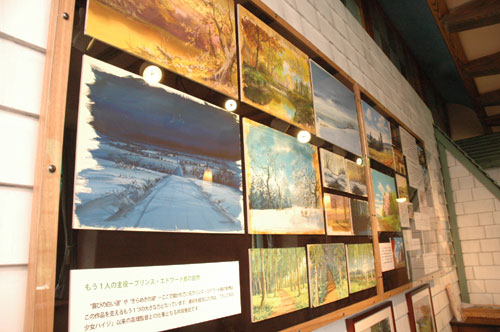 写真:美しい背景画(複製)の数々。同館は日時指定の予約制(案内ダイヤルは0570・055777)