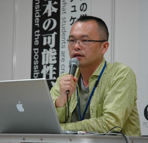 写真:東京芸大でのカリキュラムについて講演する山村浩二さん=同