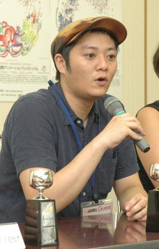 写真:受賞会見で話す大山慶監督=広島市で8月11日、小原写す