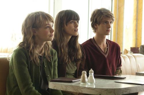 写真:「わたしを離さないで」 左からキャシー、ルース、トミー