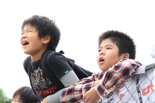 写真:「奇跡」から、龍之介(左、前田旺志郎)と航一(前田航基) (C)2011「奇跡」製作委員会