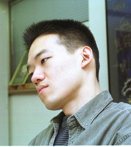 写真:「人狼」公開時の沖浦啓之監督=2000年5月撮影
